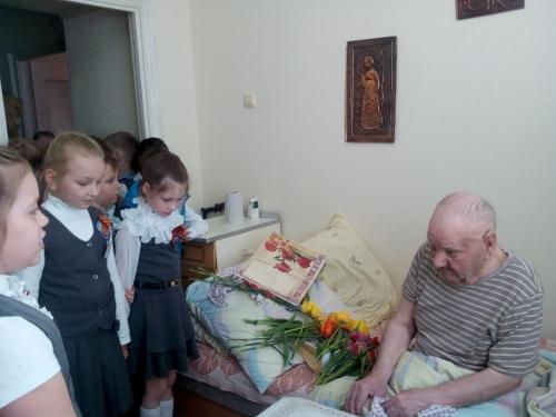 Посещение  и поздравили с Днем Победы ветерана Великой Отечественной войны