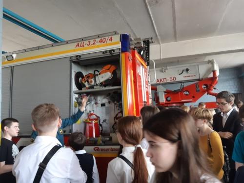 Знакомимся с профессией пожарного